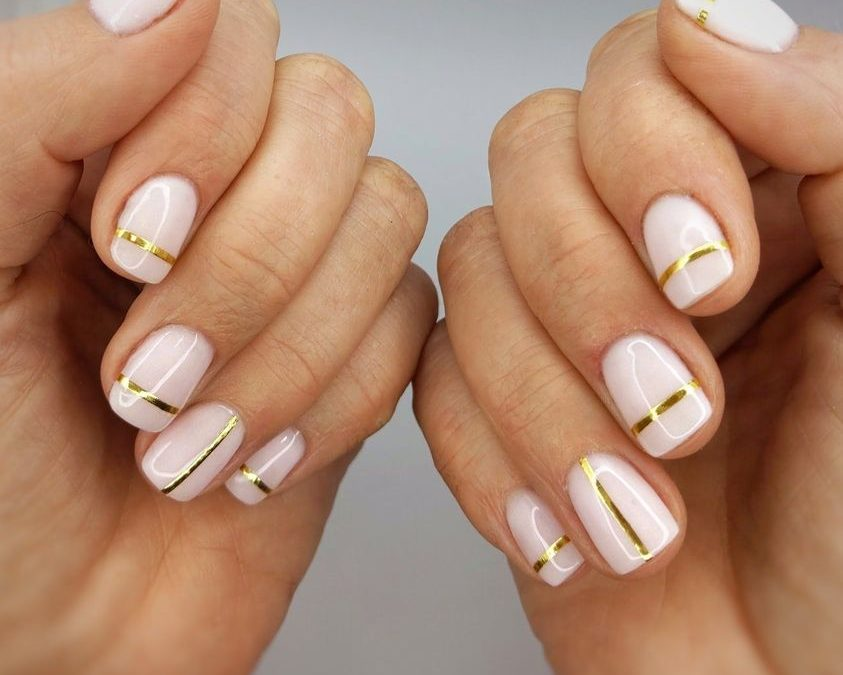 The best set if you wanna have a break from Christmas nails.
